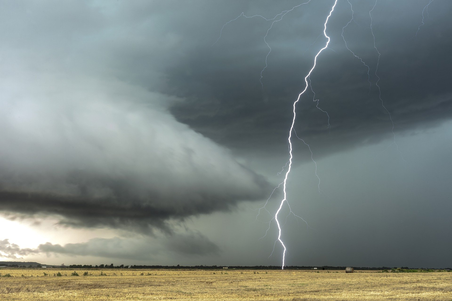 火災保険以外の自然災害も保険の対象になる